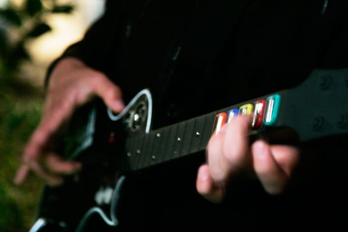 Devenir-une-rockstar-sans-quitter-sa-console-de-jeux-(2)