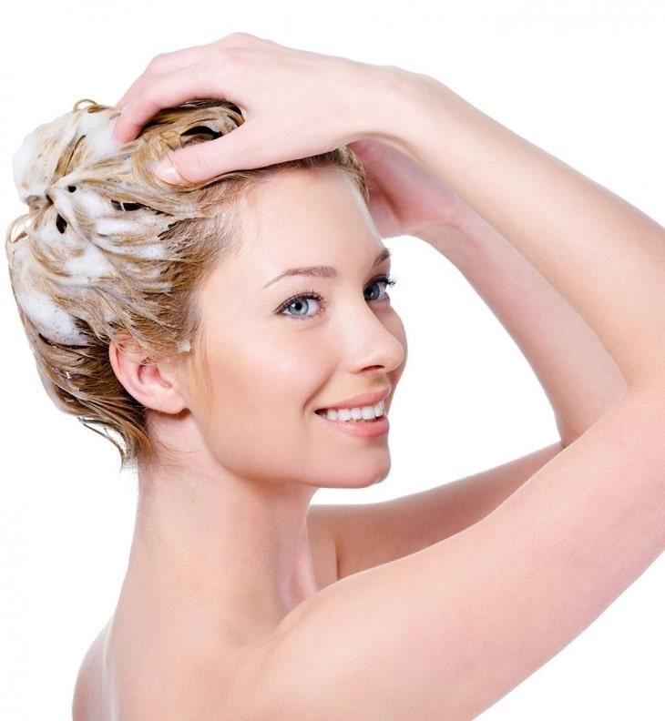 Les cheveux longs requièrent attention et entretien au quotidien