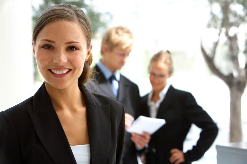 Quels sont les avantages du métier d'hôtesse ?