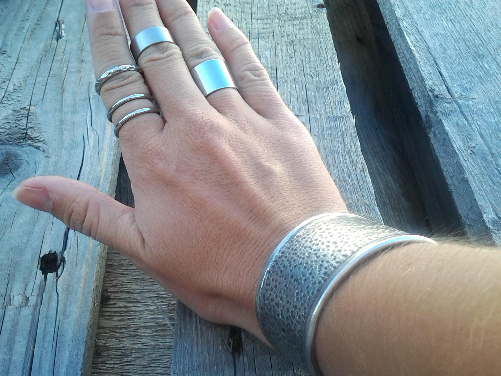 La nouvelle tendance mode, les néo bijoux envahissent le corps et les vêtements2