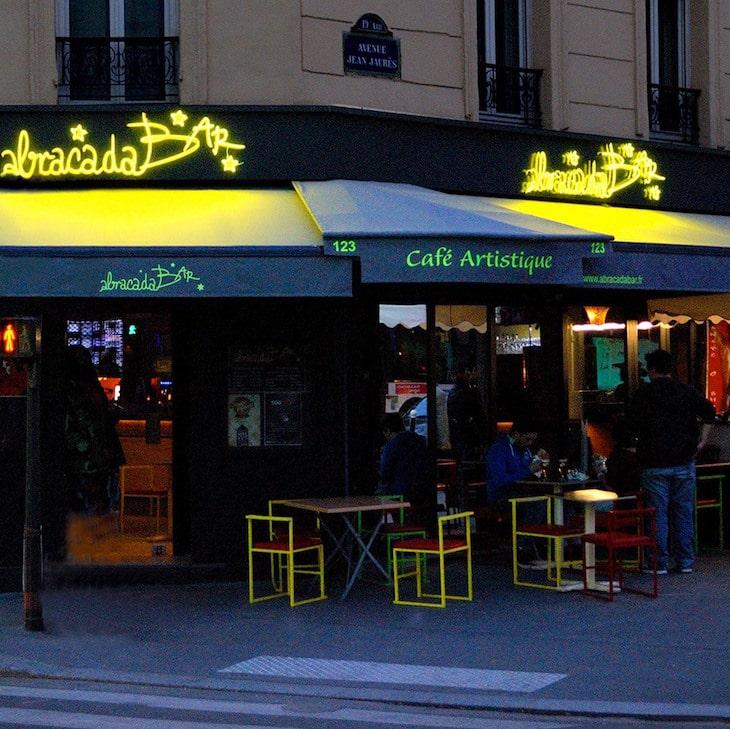 Abracadabar, un nom magique pour un bar où l'art est à l'honneur!1