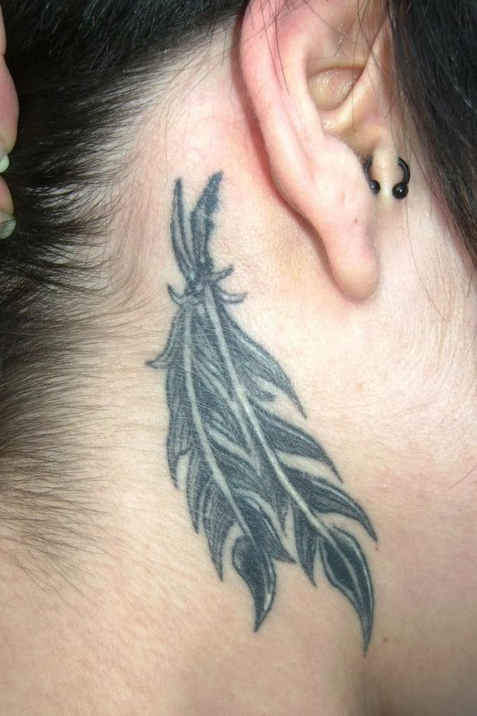Le tatouage plume, une tendance toute en douceur !4