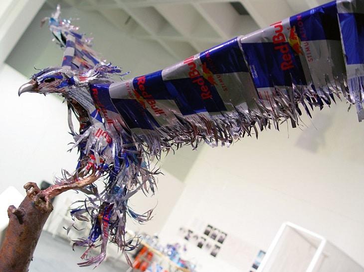 La sculpture de canettes une œuvre d'art écologique 3