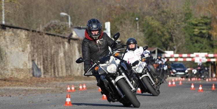 Le permis moto accéléré, un examen intensif et exigeant 1