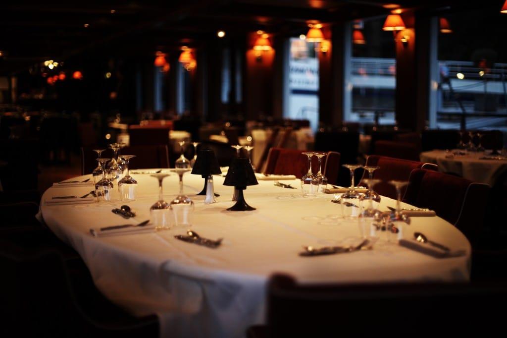 Faites-vous plaisir avec un dîner croisière sur la Seine !