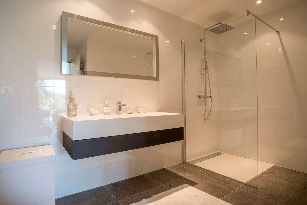 salle-d-eau-moderne-a-santa-giulia