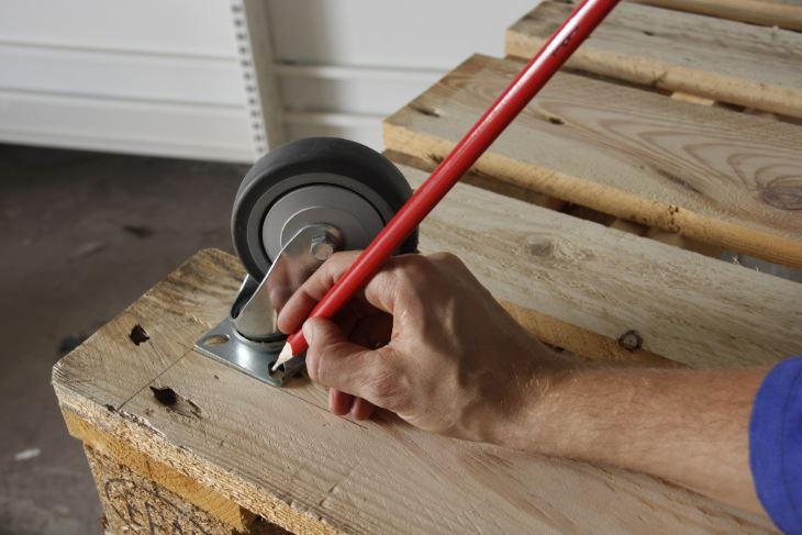 roues et roulettes comment bien les choisir pour vos meubles. Black Bedroom Furniture Sets. Home Design Ideas