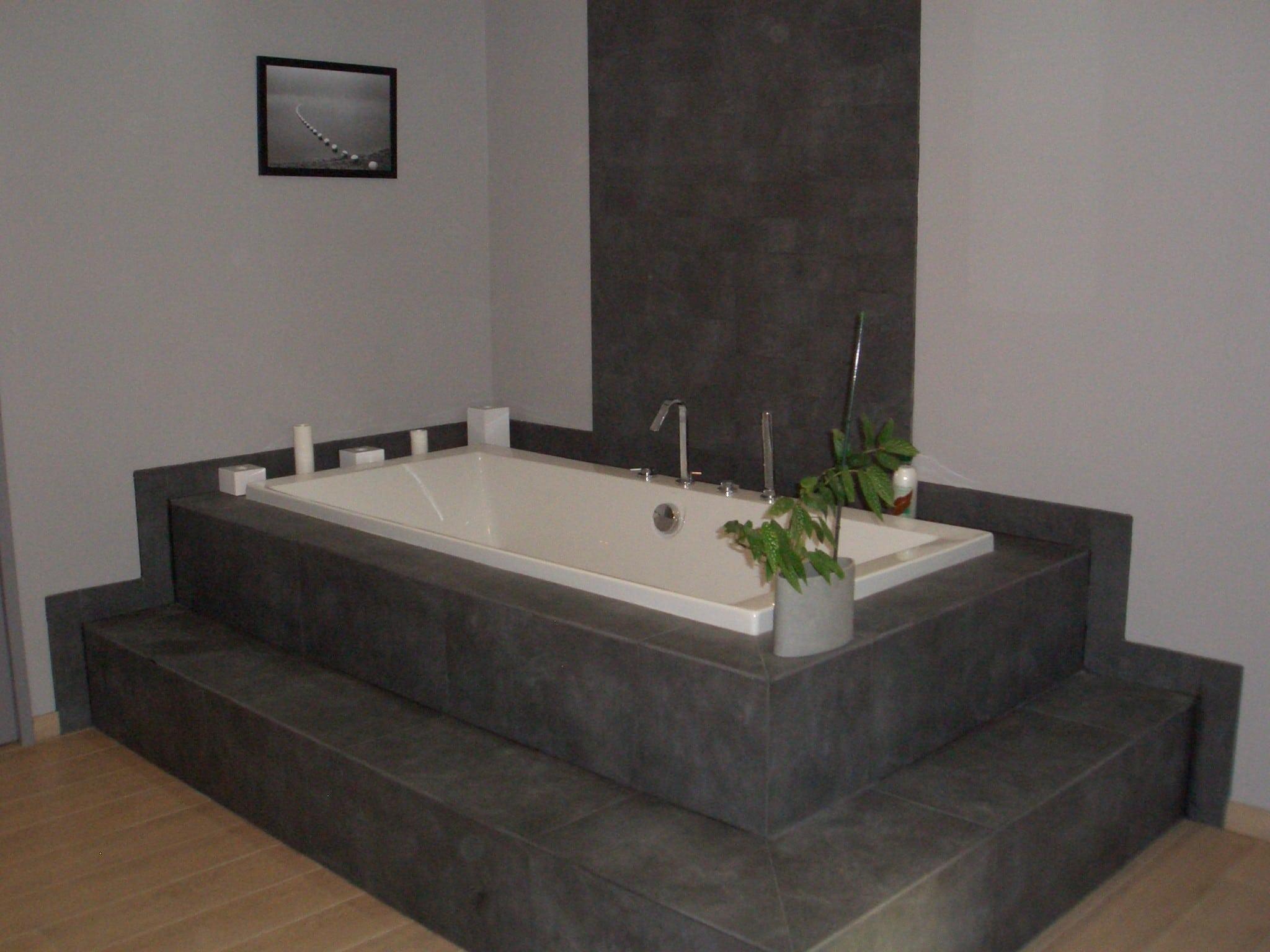 Trouver la baignoire id ale pour votre salle de bain for Grande baignoire carree